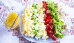 Кобб-салат - оригинальное блюдо для Крещенского меню