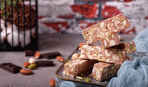 Крещенское лакомство: шоколадная нуга с фисташками