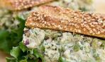 Салат из тунца с луком на Масленицу