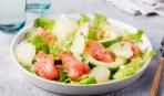 На скорую руку: салат из грейпфрута с красной рыбой
