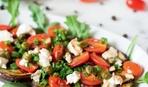 Идея для пикника: салат из помидоров, баклажанов-гриль и моцареллы