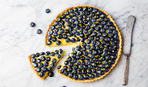 Быстрый фруктовый пирог на кислом молоке (универсальный рецепт)