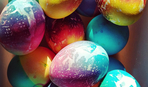 Как необычно покрасить яйца