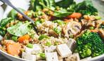 Вкусный салат с жареным тофу и брокколи