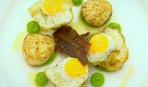 Жареные гребешки с перепелиными яйцами