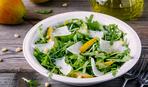 На скорую руку: салат с топинамбуром, пармезаном и рукколой