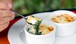 На скорую руку: изысканное суфле из шпината и козьего сыра