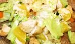 Салат с курицей, апельсинами и айсбергом
