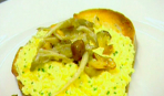 Яичница болтанка с дикими грибами