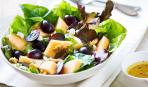 Что приготовить на Новый год: куриный салат с виноградом и грецкими орехами