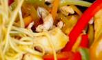 Курино-овощной стир-фрай с лапшой