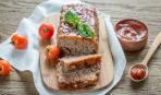 Новогодний стол: мясной рулет из индейки с грибами
