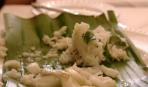 Филе трески в банановых листьях
