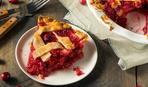"Пирог с яблоками и брусникой ""Бабушкин сад"": простой рецепт"