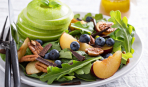 Яблочно-сливовый салат «Осенний поцелуй»