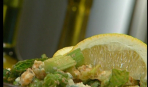 Салат с курицей и соусом табаско