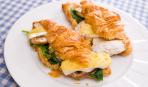 Круассаны с сыром, грибами и шпинатом