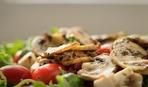 Горячий салат из индейки и фасоли