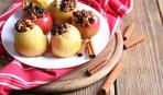 Постный десерт на скорую руку: яблоки печеные с брусникой