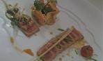 Тунец с овощами, заправленными кориандром с соевым соусом