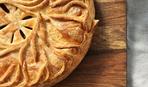 Слоеный пирог со свининой и кровяной колбасой
