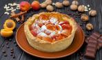 Пирог с абрикосом и смородиной