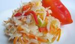 Салат из капусты с помидорами и перцем