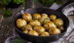 Молодой картофель с чесноком в духовке