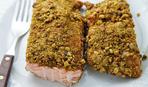 Запеченный лосось с ореховой корочкой