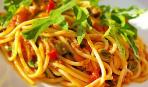 Спагетти с рукколой и тунцом