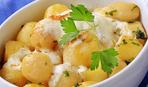 Молодая картошка с чесноком и укропом в сливочном масле