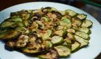 Необычная закуска: кабачки с орешками