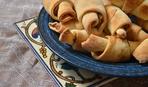 Рогалики с орехами и медом
