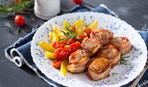 Мясные рулетики в томатном соусе с овощами