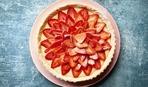 Супер-летний десерт: клубничный пирог с кремом