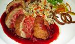 Филе индейки под брусничным соусом