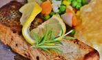 Рыба под соусом с овощным гариниром