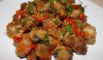 Мясо, тушеное с грибами и фасолью
