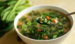 Рассольник со щавелем, салатом и шпинатом