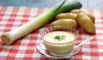 Легкий и весенний суп с луком-пореем