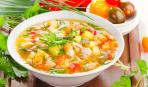 Постный картофельный суп с морковью и зеленым горошком