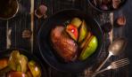 К приходу гостей: утиная грудка с вишнями в медовом соусе