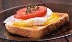 Гренки с яйцом и помидорами