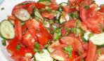 Салат из свежих огурцов и помидоров с маслом