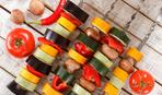 Для веганов и нет, в духовке или на мангале: готовим овощной шашлык с грибами