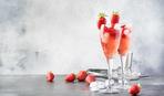 Шампанское с ягодными шашлычками