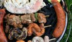 Быстрый и бюджетный «шашлык» - из сосисок с черносливом