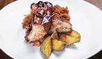 Барбекю из свинины с капустой и яблоками