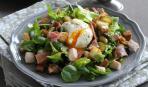 Салат из шпината с яйцом пашот - легкий и эффектный