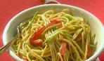 Спагетти с овощами под ореховым соусом